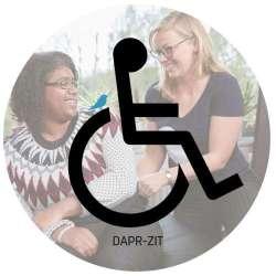 DAPR-zit is er voor mensen die in een rolstoel zitten. Ook als je veel zit is dit een goede optie. Als je zit, dan moet een broek-op-maat vooral comfort bieden. Die joggingbroek dat is niet jouw stijl, tijd voor een echte broek. Maar wel eentje waar je geen huidirritaties van krijgt en je goed je lichaamswarmte kwijt kunt.